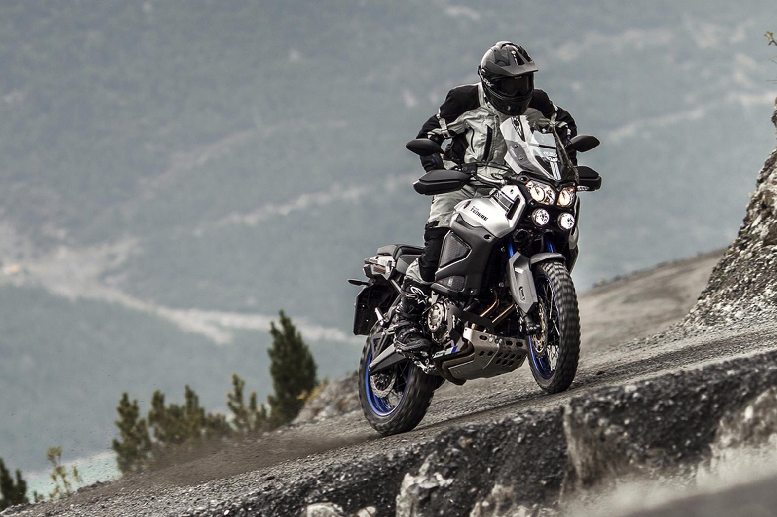 2015-Yamaha-Super-Tenere-World-Crosser-EU-Race-Blu-Action-004