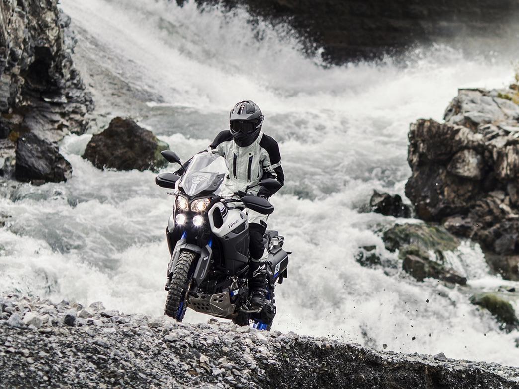low-2015-Yamaha-Super-Tenere-World-Crosser-EU-Race-Blu-Action-003