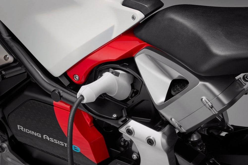 [Imagem: 2019-honda-motorcycles-riding-assist-e-e...cing-2.jpg]