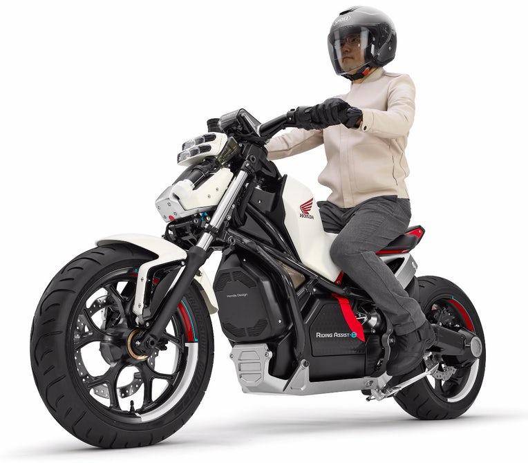 [Imagem: 2019-honda-motorcycles-riding-assist-e-e...cing-5.jpg]