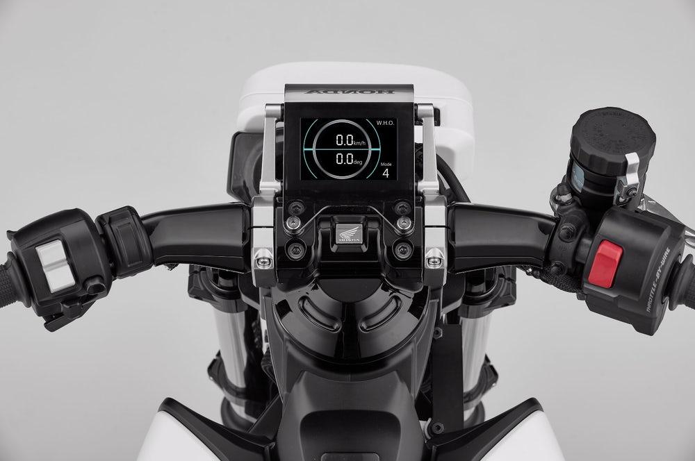 [Imagem: 2019-honda-motorcycles-riding-assist-e-e...cing-8.jpg]