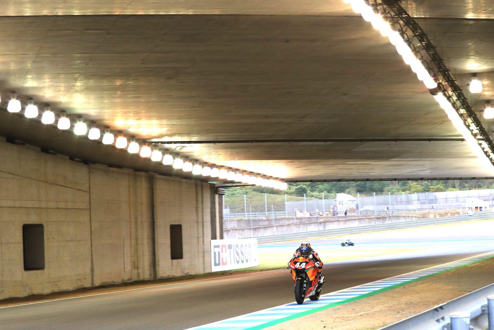 MOTO2: Miguel Oliveira arranca de nono; Bagnaia na pole