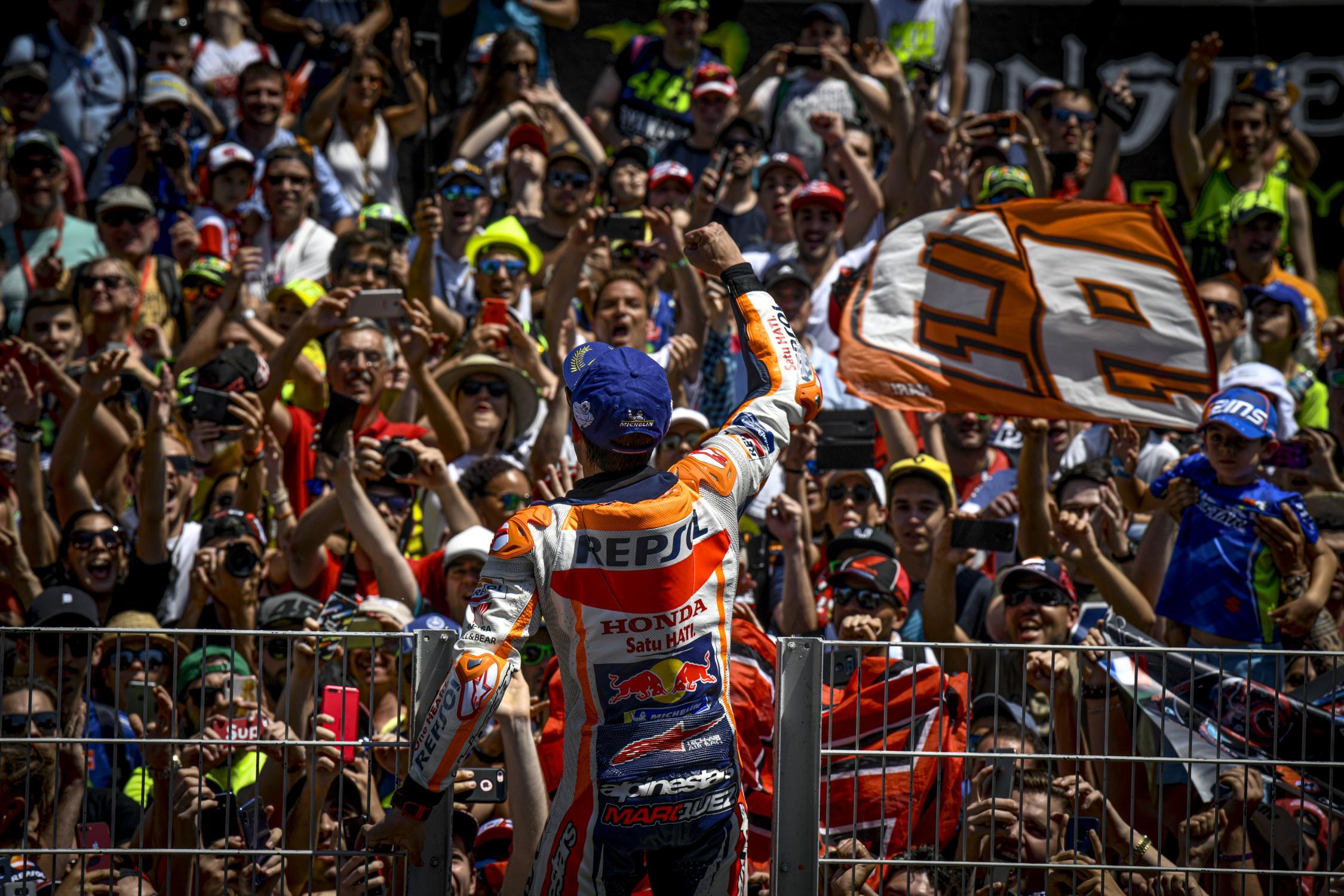 MotoGP: Vitória em casa para Marquez com os melhores a ficarem pelo caminho