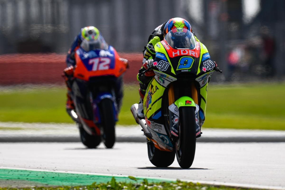 Moto2: Navarro mantém a frente ajudado por quedas na FP3