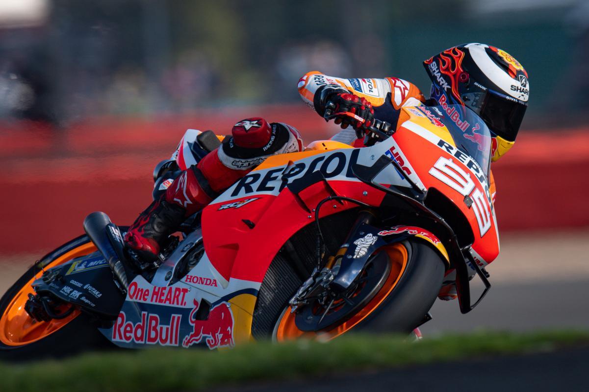 MotoGP: Lorenzo chocado com 14º doloroso em Inglaterra