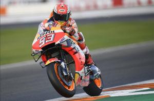 MotoGP, Valencia: Márquez cai mas lidera FP4 thumbnail