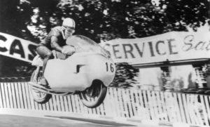 MotoGP, história: Os anos de John Surtees thumbnail