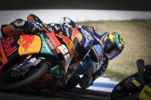 Moto3, Brno, TL2: Fernandez foi o mais rápido, mas não bateu o tempo de Rodrigo num final de manhã 'escaldante' thumbnail